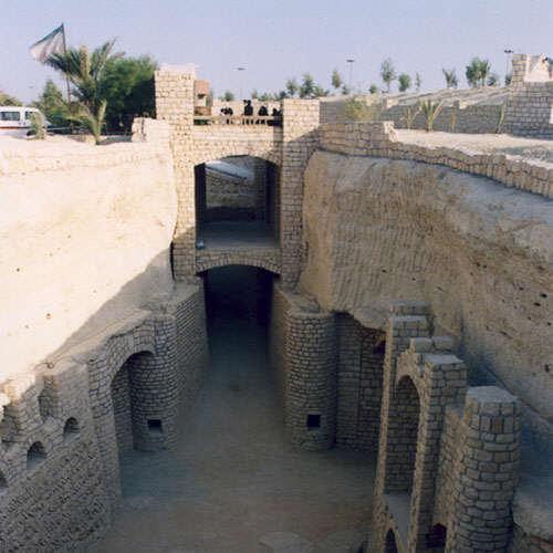 http://www.thepersiangulf.org/cities/Qanat2-1.jpg